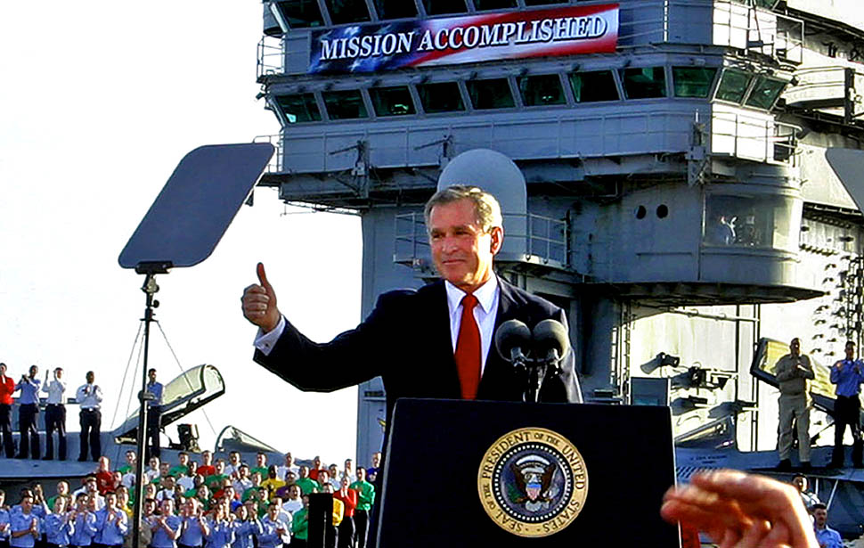bush-mission-accomplished-iraq-thumbsup.jpg