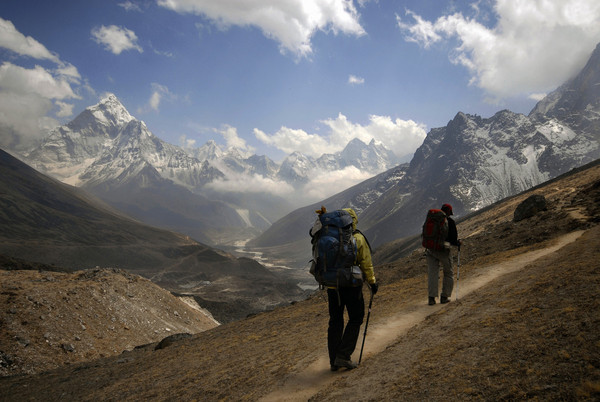 Trekkers_in_Khumbu_Valley_Nepal_copy_copy.jpg