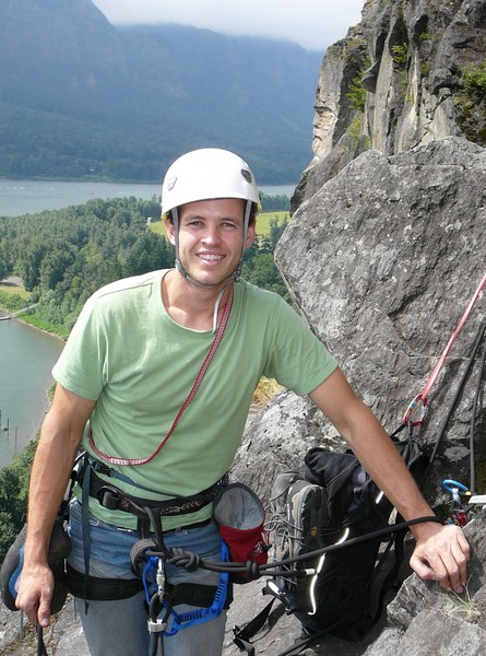 Adam_Winslow_with_Norsemans_head_behind_Young_Warriors_pitch_4_belay.jpg