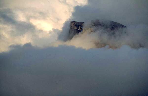 4526halfdome_in_clouds_yosemite.jpg