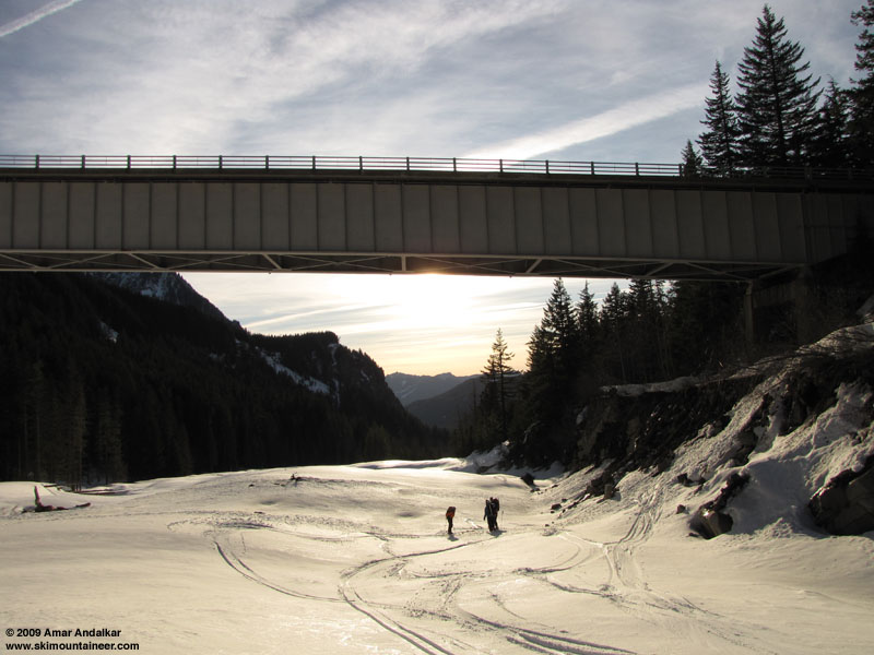 RainierNisquallyBridgeTrio-03Feb2009.jpg